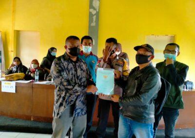Masyarakat Terima Sertifikat Tanah Dari Desa Melalui Program PTSL